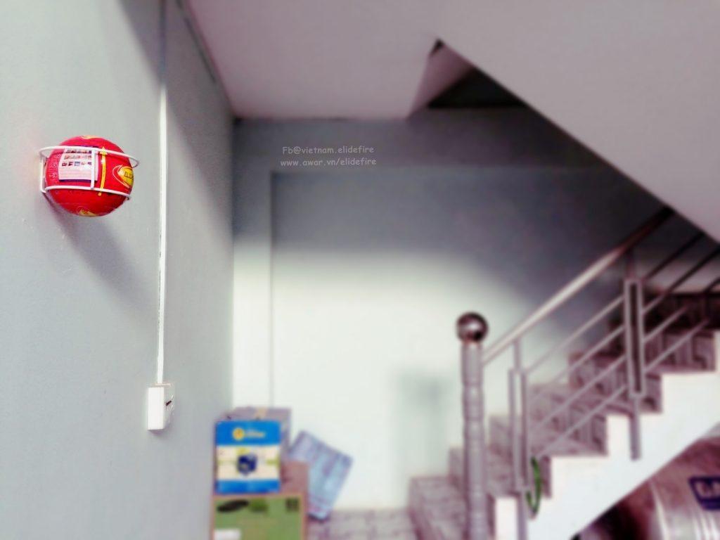 Lắp đặt bóng chữa cháy tại cầu thang