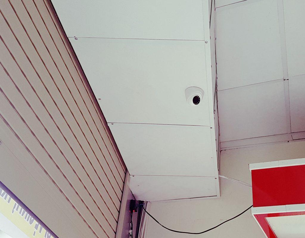 Lắp đặt camera chống trộm tại showroom. Hệ thống an ninh tuyệt vời cho không gian an toàn.