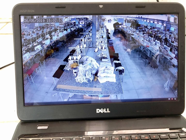 Camera nhà xưởng xem từ xa qua laptop