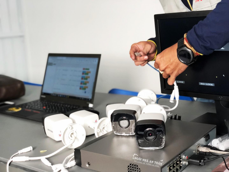 kiểm tra thiết bị camera trước khi lắp đặt cho nhà xưởng