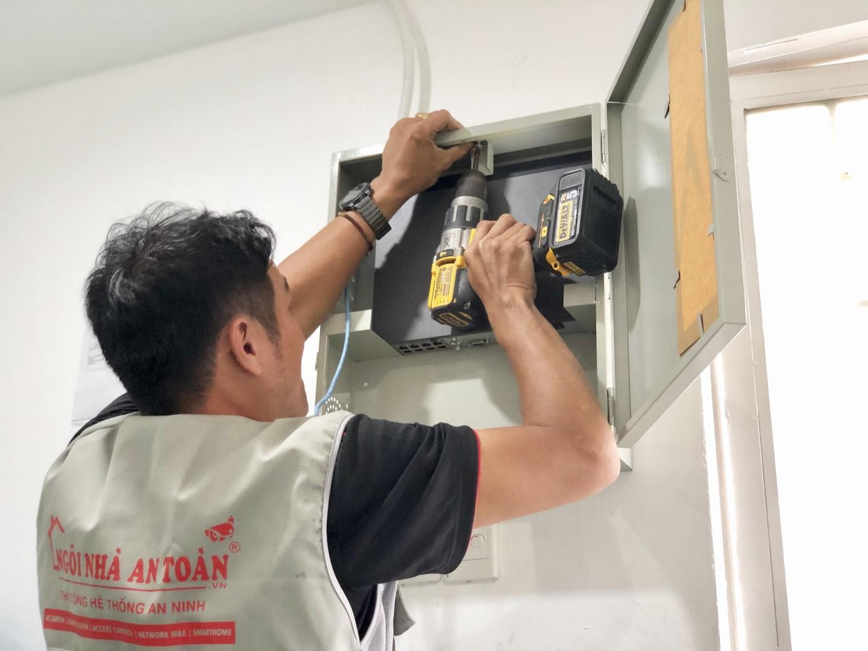 Kỹ thuật lắp đặt tủ đầu ghi tại nhà xưởng